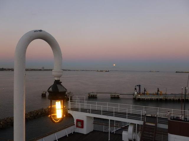 Du khách tò mò thám hiểm con tàu lịch sử Bóng ma nữ hoàng Mary - 6