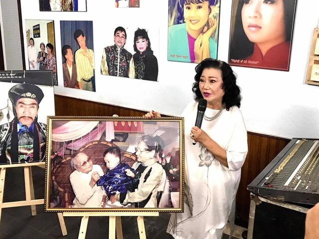 Nhiều nghệ sĩ xúc động nhìn lại ký ức qua triển lãm sân khấu - Ảnh minh hoạ 4