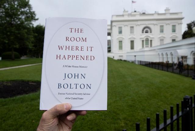Ông Trump cảnh báo cựu cố vấn diều hâu Bolton phải trả giá đắt vì hồi ký - 2