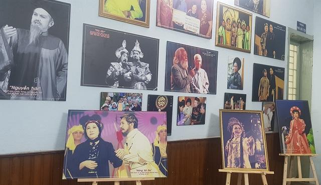 Nhiều nghệ sĩ xúc động nhìn lại ký ức qua triển lãm sân khấu - Ảnh minh hoạ 3