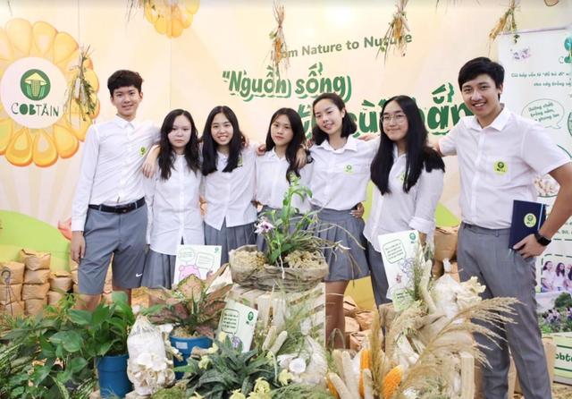 8 học sinh Hà Nội tái chế lõi ngô thành sản phẩm cho trồng trọt, chăn nuôi - 3