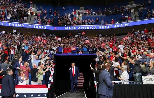 Tổng thống Trump trở lại đường đua tái tranh cử giữa nhiều sóng gió - 1