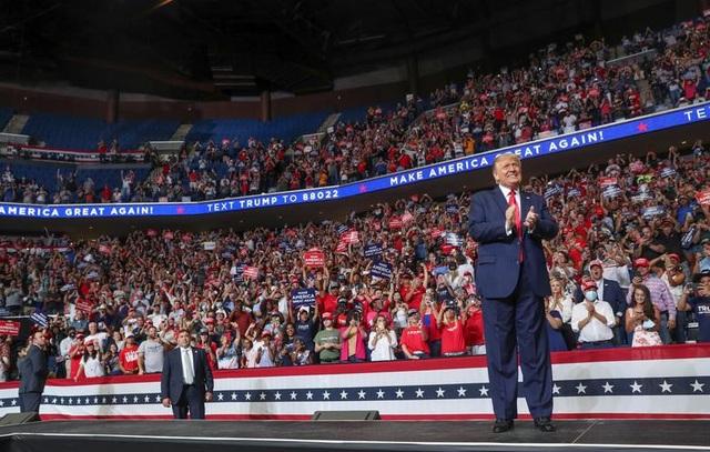 Tổng thống Trump trở lại đường đua tái tranh cử giữa nhiều sóng gió - 2