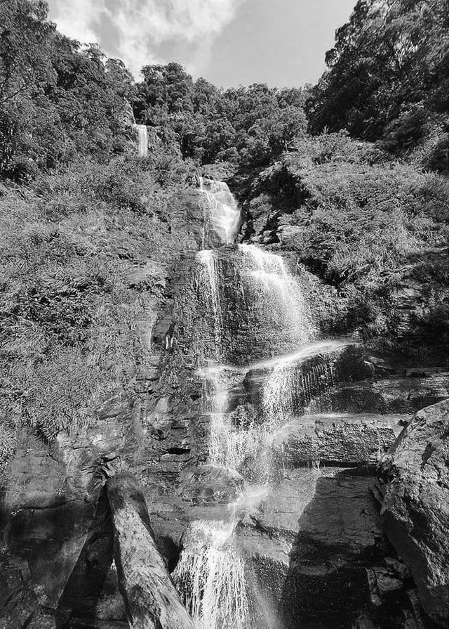 """Khám phá thác nước tuyệt đẹp còn """"ngủ yên"""" ở Hà Tĩnh - 1"""