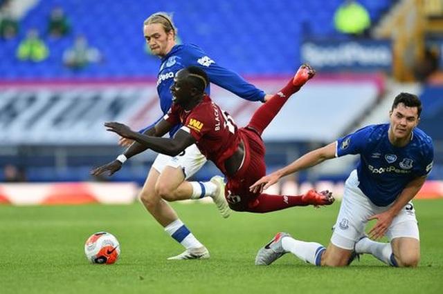 Everton 0-0 Liverpool: Một điểm may mắn của The Kop - 3