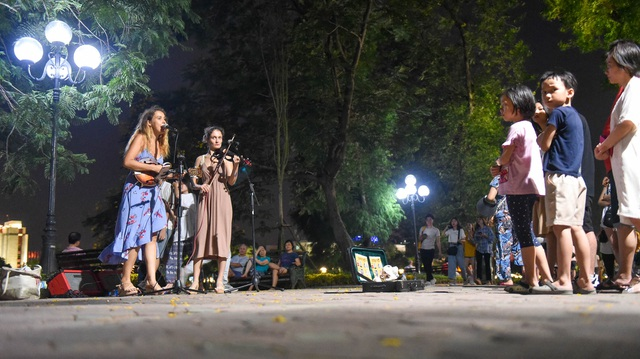 Cầm đàn đi phiêu lưu 19 quốc gia, hai cô gái Nga lại trót mê Hà Nội - 6