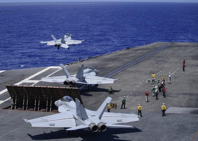 Hai tàu sân bay Mỹ tập trận ở Thái Bình Dương nắn gân Trung Quốc - 1