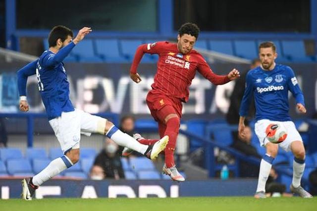 Everton 0-0 Liverpool: Một điểm may mắn của The Kop - 2