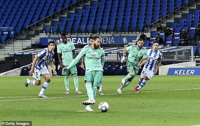 Hạ Sociedad, Real Madrid soán ngôi đầu bảng của Barcelona - 3