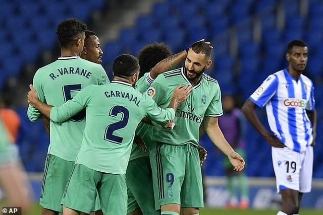 Hạ Sociedad, Real Madrid soán ngôi đầu bảng của Barcelona - 9