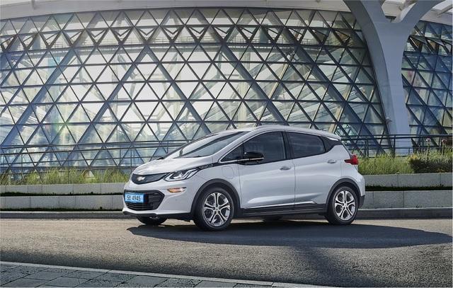 Rút thương hiệu Chevrolet ở nhiều thị trường, GM chuyển hướng sang xe điện? - 1