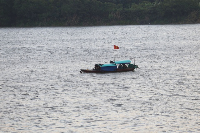 Hà Nội: Trục vớt thành công quả bom dài 1,6m gần cầu Long Biên - 2