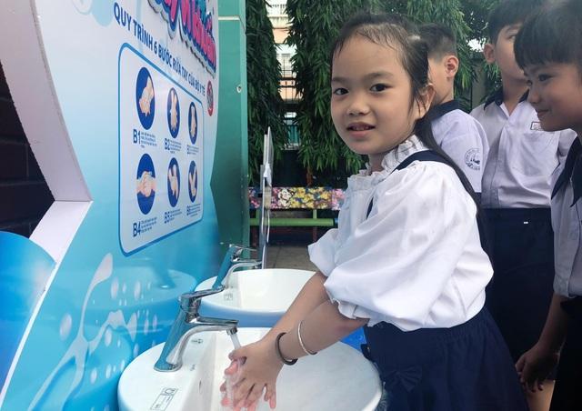 Viglacera lắp đặt 10 trạm rửa tay tại các trường học trên địa bàn TP. Hồ Chí Minh - 3