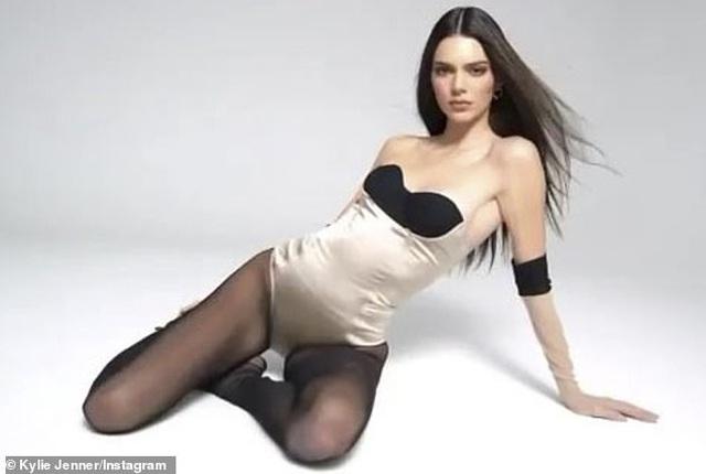 Kendall Jenner khoe chân dài trong ảnh quảng cáo mới - 3