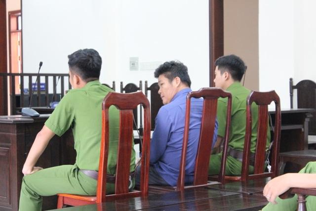 Giám đốc gọi giang hồ vây ô tô chở công an lãnh thêm 3 năm tù - 2