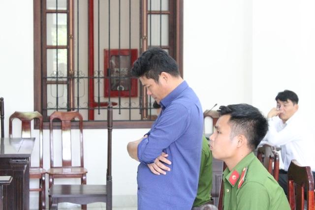 Giám đốc gọi giang hồ vây ô tô chở công an lãnh thêm 3 năm tù - 3