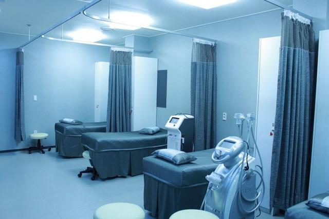 Bệnh nhân tử vong vì người nhà rút điện máy thở để cắm… điều hòa - 1