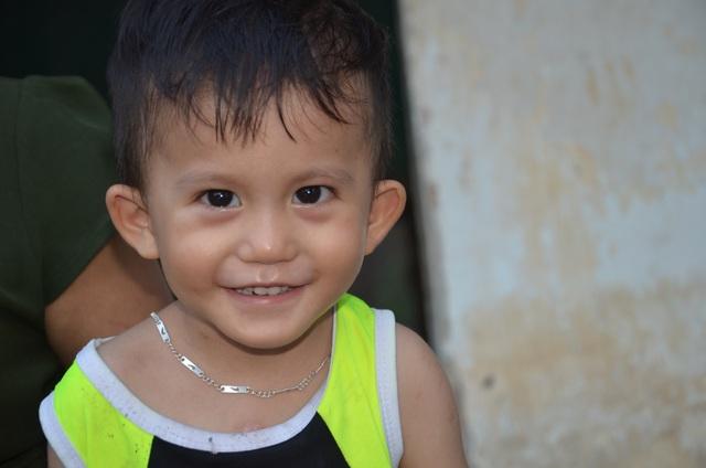 Bé 3 tuổi bị giày vò trong bệnh tật được bạn đọc giúp đỡ hơn 400 triệu đồng - 2