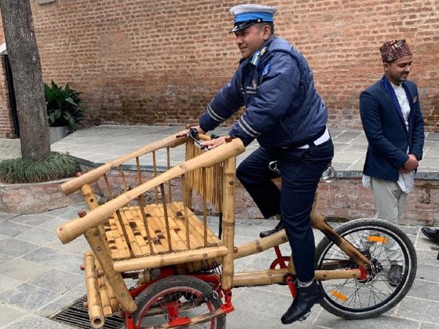 Độc đáo mẫu xe đạp điện đa năng bằng tre ở Nepal - 15