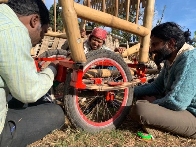 Độc đáo mẫu xe đạp điện đa năng bằng tre ở Nepal - 11