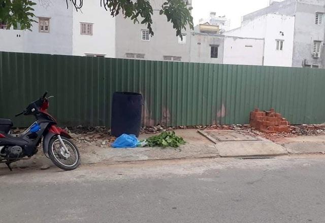 Đau lòng những người mẹ trẻ bỏ rơi bé sơ sinh nơi hố ga, thùng rác - 1