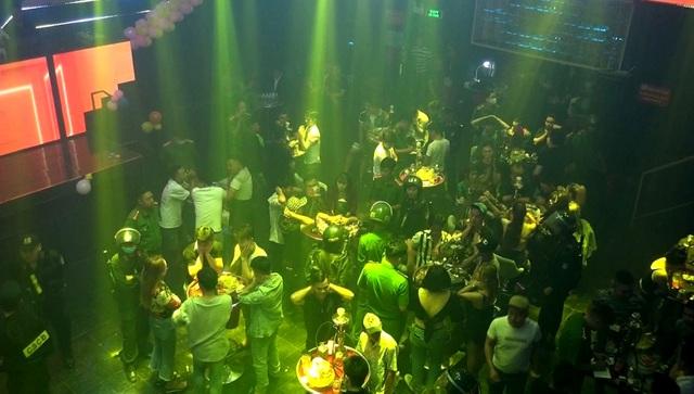 Bình Dương tạm dừng hoạt động quán bar, karaoke, vũ trường - 1