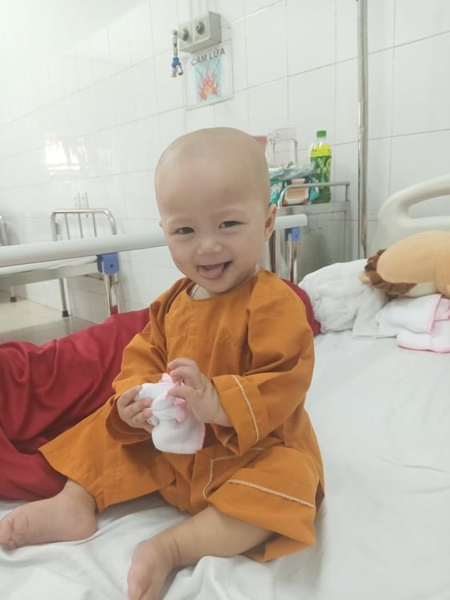 Cầu mong phép mầu đến với bé trai 1 tuổi bị ung thư kép hành hạ - 7