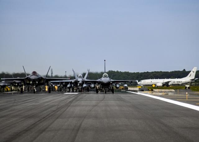 """31 máy bay quân sự Mỹ - Nhật phô diễn uy lực trong tập trận """"Voi đi bộ"""" - 3"""