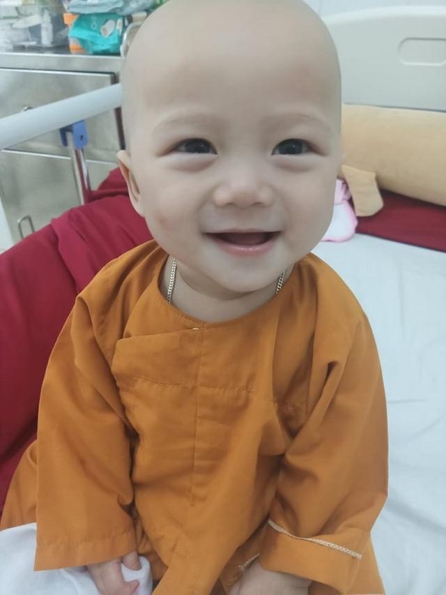 Cầu mong phép mầu đến với bé trai 1 tuổi bị ung thư kép hành hạ - 6