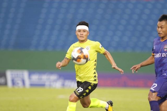 Quang Hải vẫn cố gắng thi đấu dù bị chảy máu đầu - 1
