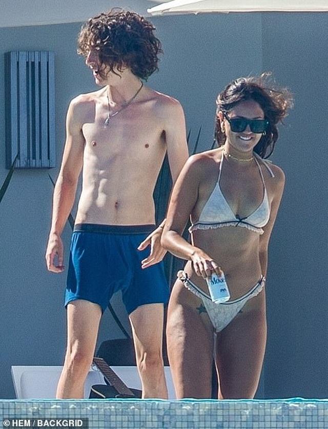 Eiza Gonzalez yêu bạn trai cũ của Lily-Rose Depp - 8