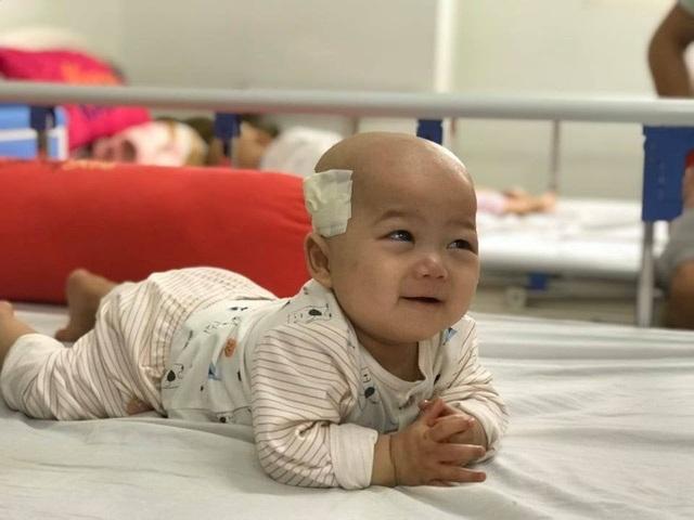 Cầu mong phép mầu đến với bé trai 1 tuổi bị ung thư kép hành hạ - 4