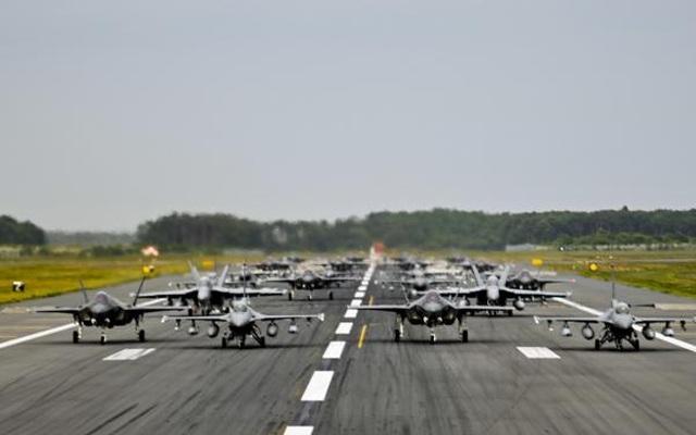 """31 máy bay quân sự Mỹ - Nhật phô diễn uy lực trong tập trận """"Voi đi bộ"""" - 5"""