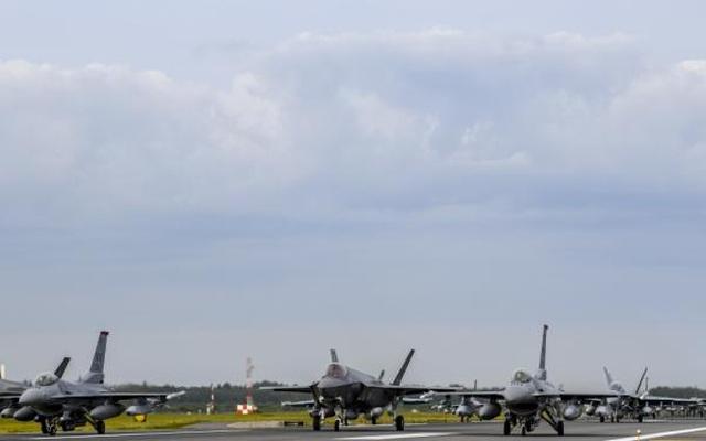 """31 máy bay quân sự Mỹ - Nhật phô diễn uy lực trong tập trận """"Voi đi bộ"""" - 6"""