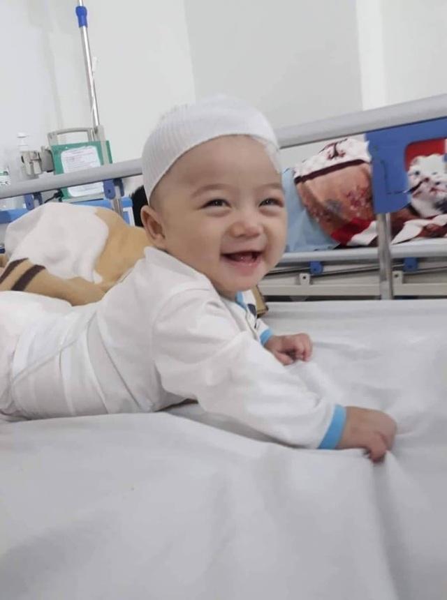 Cầu mong phép mầu đến với bé trai 1 tuổi bị ung thư kép hành hạ - 5