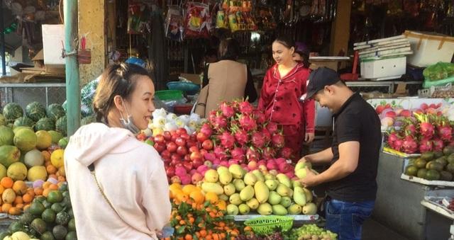 Nhộn nhịp chợ Tết mùng 5 ở Đà Nẵng - 3