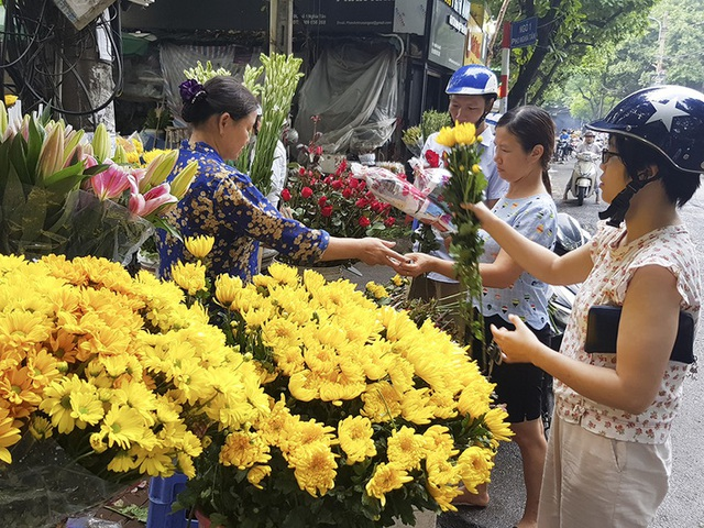 Nhộn nhịp chợ Tết mùng 5 ở Đà Nẵng - 1