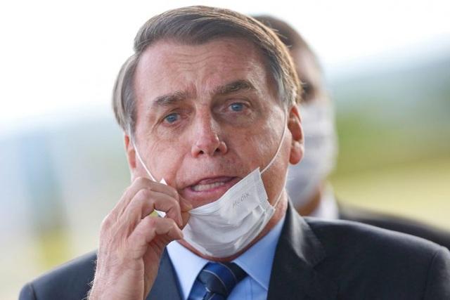 Covid-19 bùng phát mạnh, Thẩm phán Brazil yêu cầu Tổng thống đeo khẩu trang - 1
