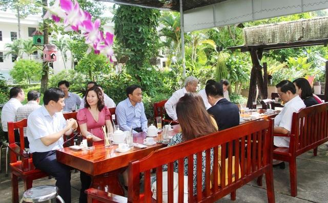 Sau Covid-19, Đồng Tháp cà phê với doanh nhân ngay tại các khu công nghiệp - 1