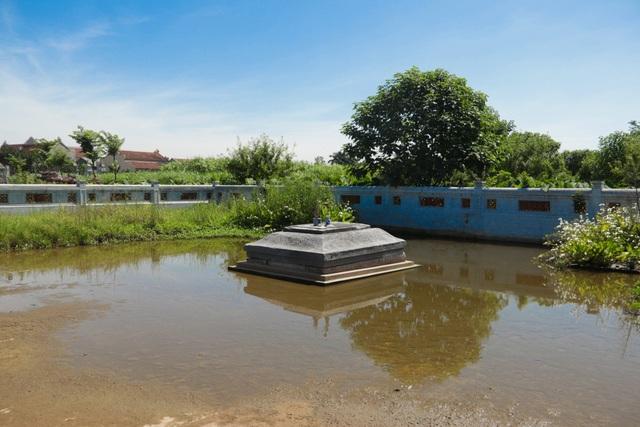 Hà Nội: Bí ẩn về khu lăng mộ đá tưởng chừng biến mất sau trận lũ lịch sử - 2