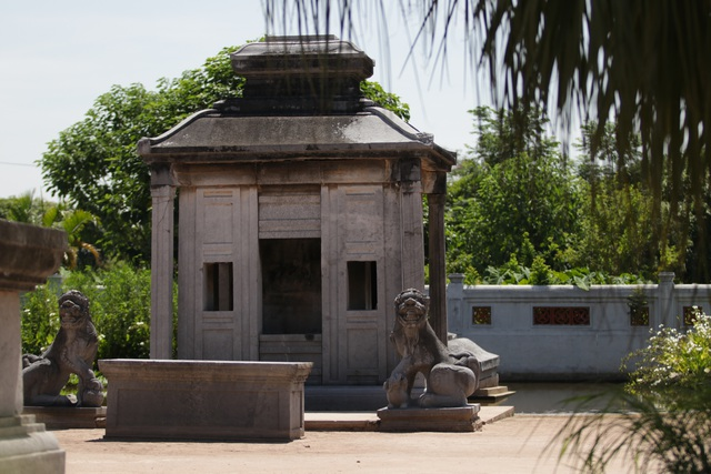 Hà Nội: Bí ẩn về khu lăng mộ đá tưởng chừng biến mất sau trận lũ lịch sử - 3