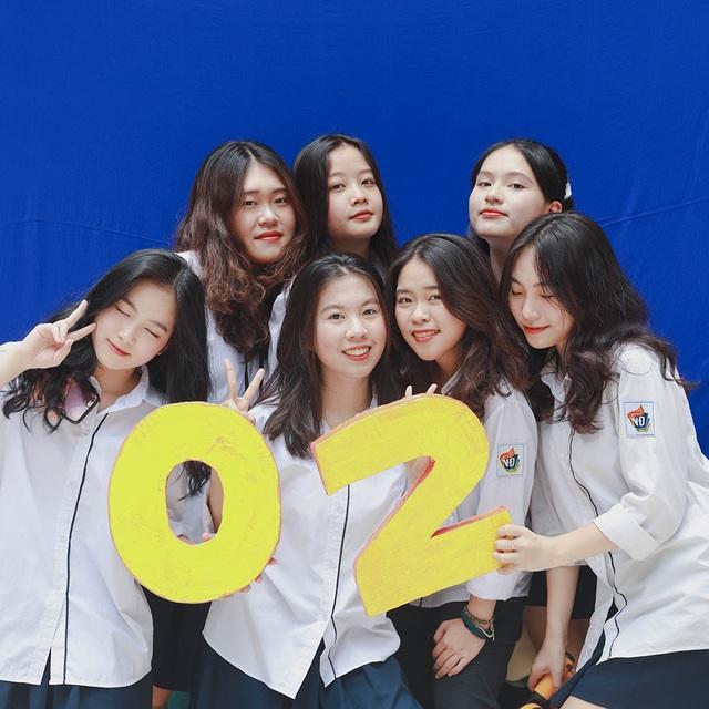 """Teen cuối cấp THPT Việt Đức """"khoe khéo"""" thành tích trong ảnh kỷ yếu - 11"""