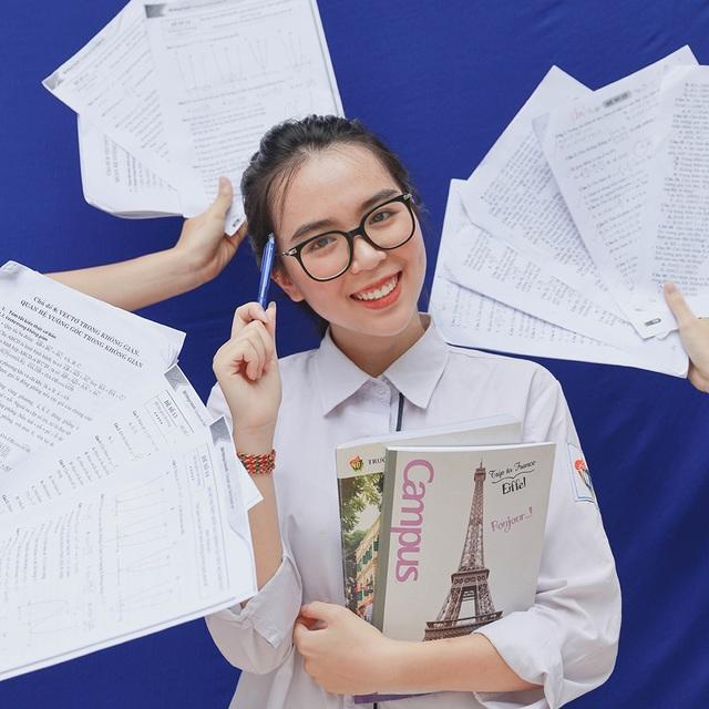 """Teen cuối cấp THPT Việt Đức """"khoe khéo"""" thành tích trong ảnh kỷ yếu - 4"""