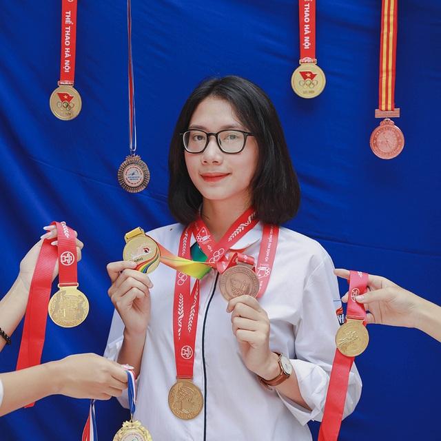 """Teen cuối cấp THPT Việt Đức """"khoe khéo"""" thành tích trong ảnh kỷ yếu - 7"""