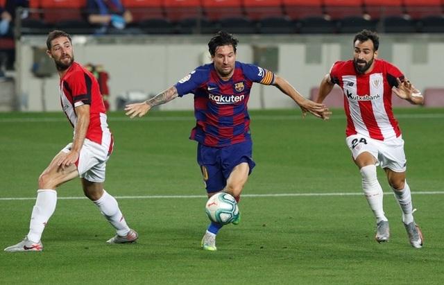 Chơi xấu, Messi may mắn thoát thẻ đỏ? - 2