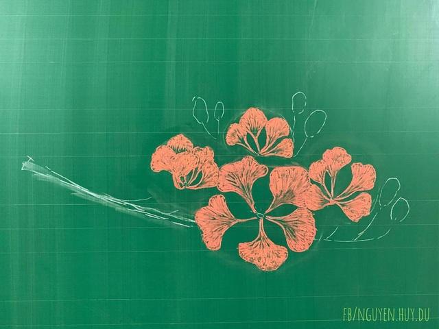 Thầy giáo vẽ hoa phượng lên bảng khiến người xem trầm trồ, ngưỡng mộ - 2