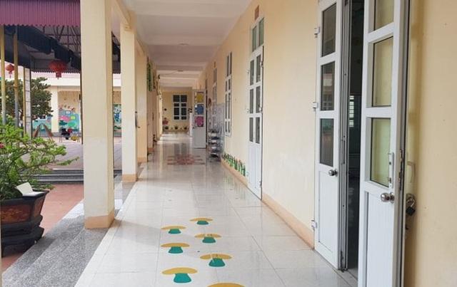 Mảng vữa trần lớp học rơi khiến 5 trẻ mầm non bị thương - 3