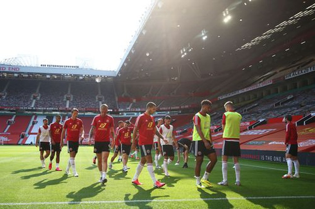 Man Utd 3-0 Sheffield United: Martial lập hat-trick - 14