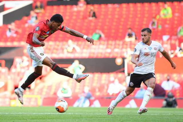 Man Utd 3-0 Sheffield United: Martial lập hat-trick - 9