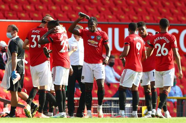 Man Utd 3-0 Sheffield United: Martial lập hat-trick - 8